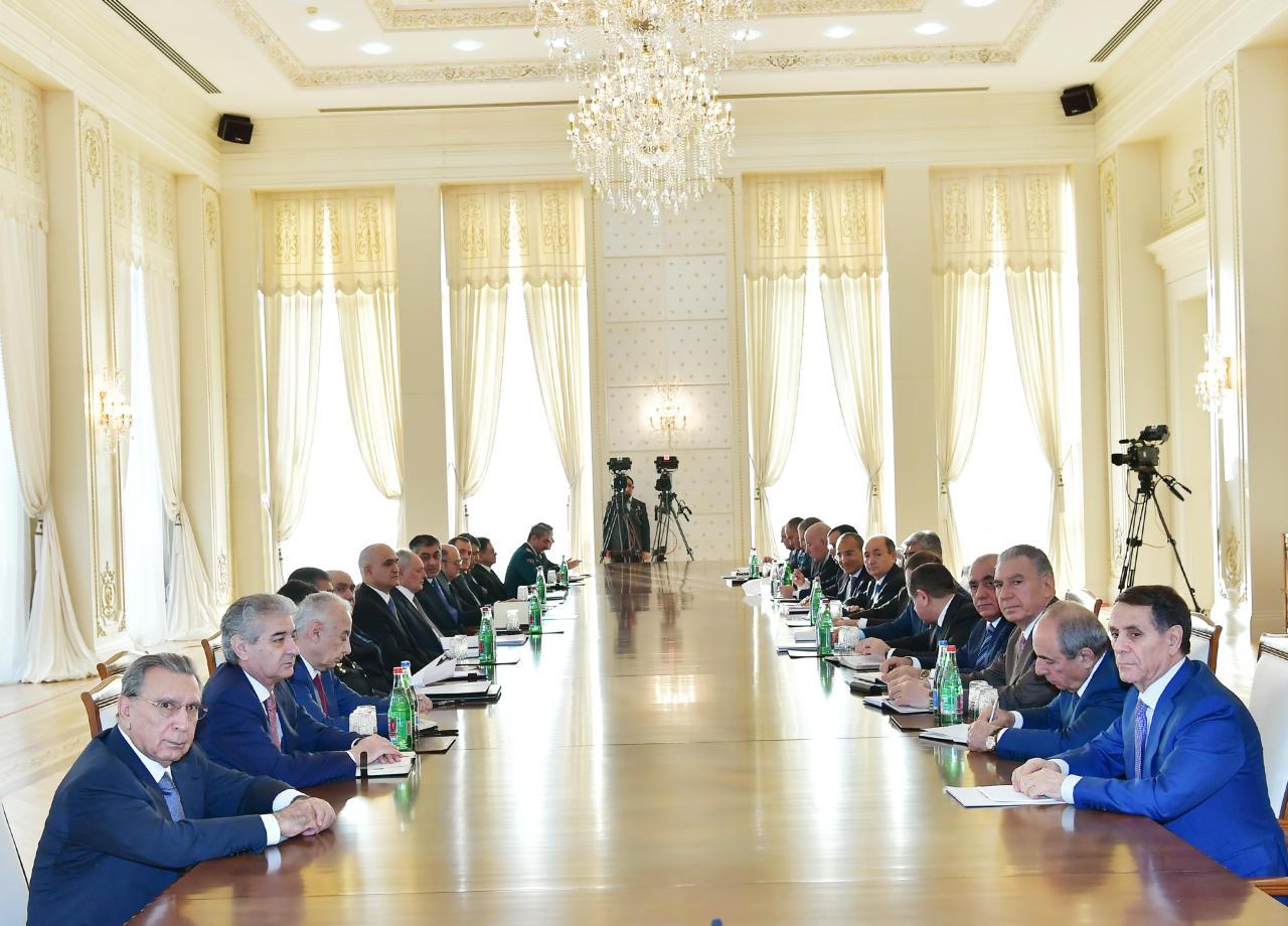 Под председательством Президента Ильхама Алиева прошло заседание Кабмина, посвященное итогам 2018 года и предстоящим задачам - ФОТО