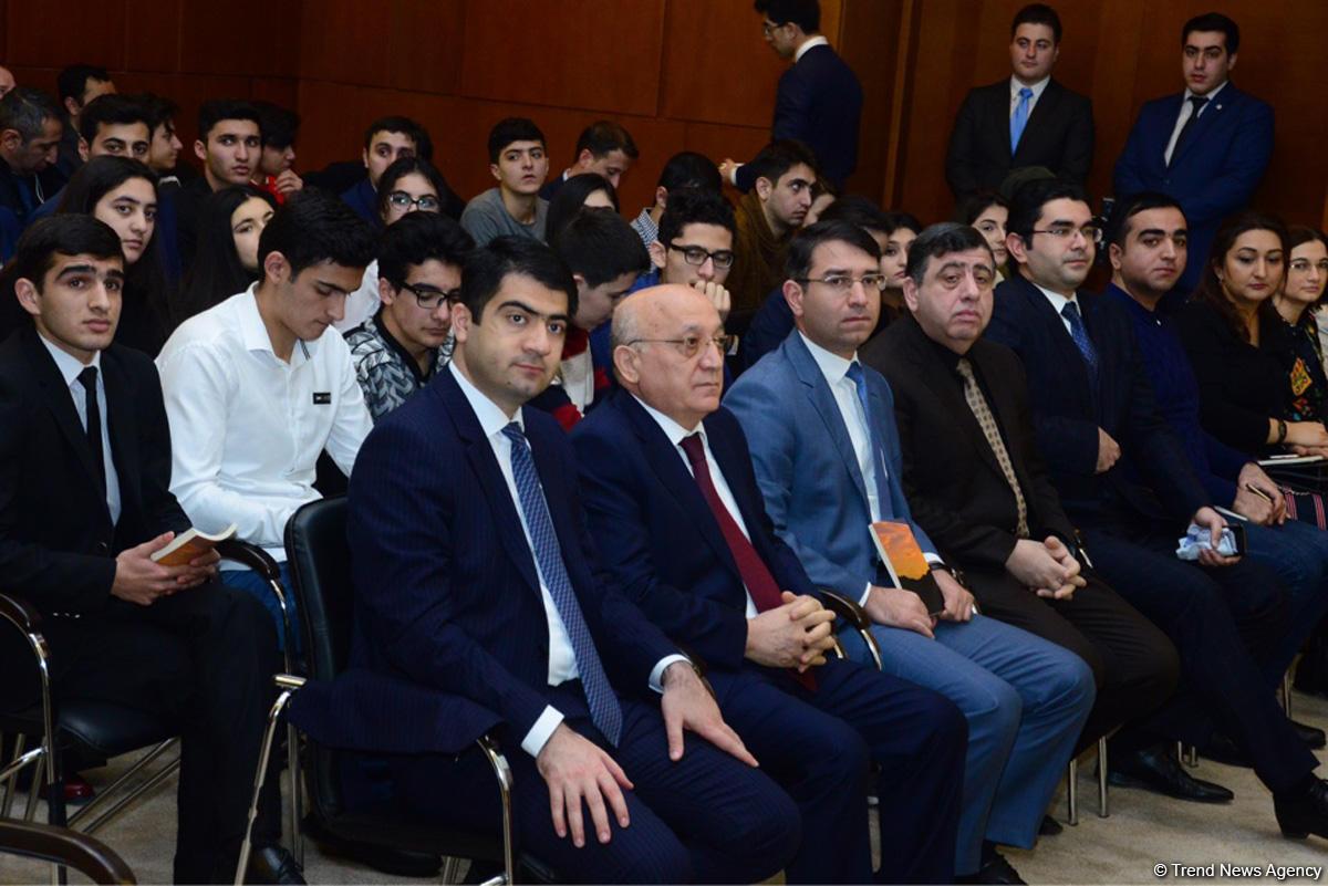 В штаб-квартире правящей партии Азербайджана показали фильм о борьбе с религиозным радикализмом