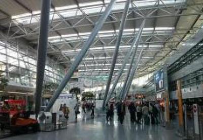 В крупных аэропортах Германии проходят массовые забастовки
