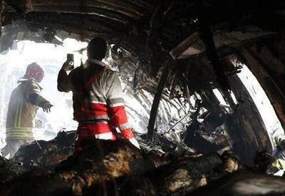 """Страшные кадры изнутри Boeing 707, разбившегося под Тегераном <span class=""""color_red"""">- ВИДЕО - ФОТО</span>"""