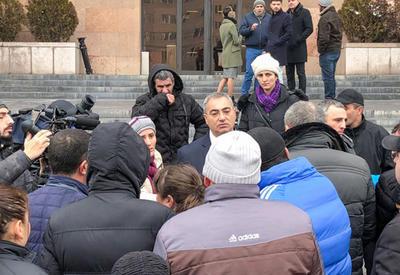 Протестующие в Ереване торговцы снова сравнили Пашиняна с Саргсяном
