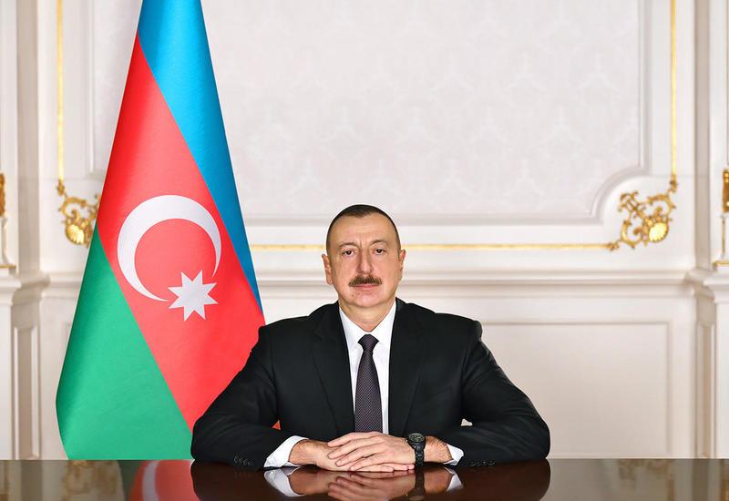 Президент Ильхам Алиев наградил группу энергетиков орденами и медалями