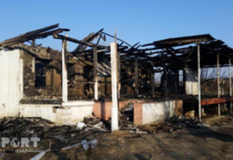"""В Азербайджане сгорел частный жилой дом <span class=""""color_red"""">- ФОТО - ВИДЕО</span>"""
