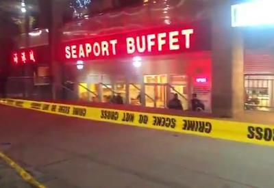 """Мужчина с молотком напал на сотрудников ресторана в Нью-Йорке, есть погибший <span class=""""color_red"""">- ВИДЕО</span>"""