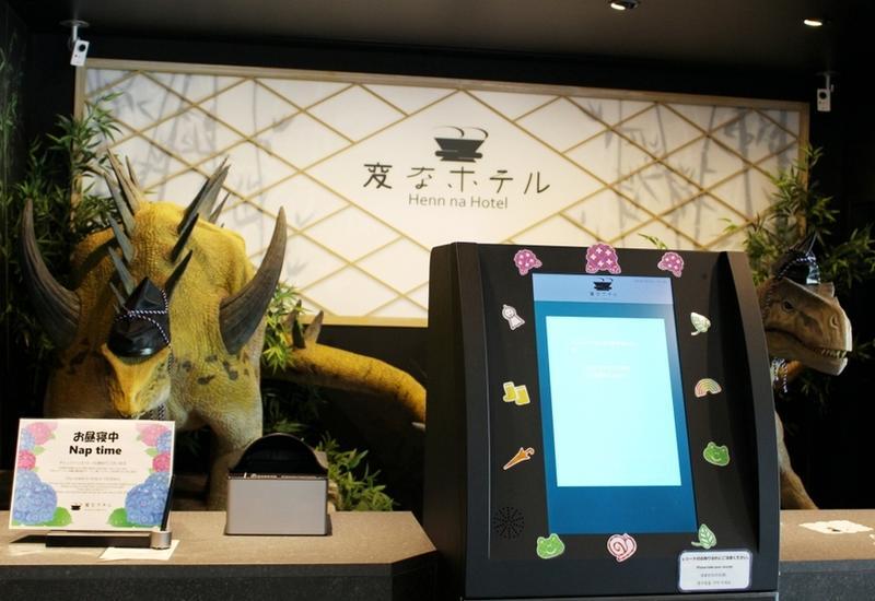 Роботов, работавших в японском отеле, пришлось уволить