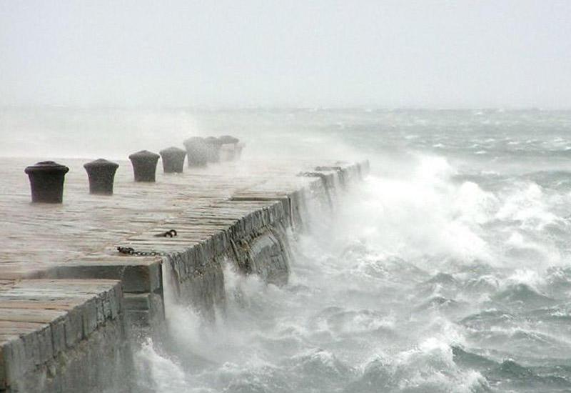 Высота волн на Каспии достигла 2.7 метров