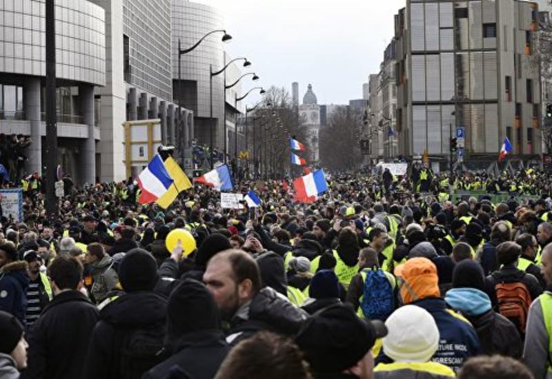 """В Париже началась десятая акция протеста """"желтых жилетов"""""""