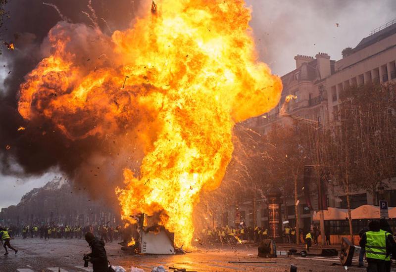 Во Франции заявили о «беспрецедентном уровне» насилия на протестах