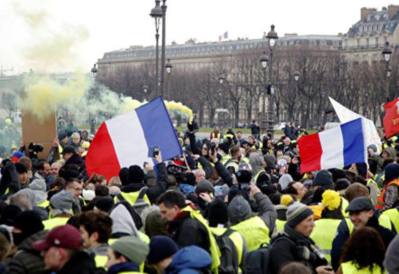 """Во Франции в акциях """"желтых жилетов"""" приняли участие 84 тысячи человек <span class=""""color_red"""">- ОБНОВЛЕНО</span>"""