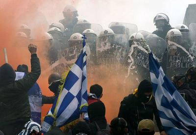 """Yunanıstan çalxalanır: """"Makedoniya"""" kəlməsi aranı qarışdırdı <span class=""""color_red"""">- VİDEO</span>"""