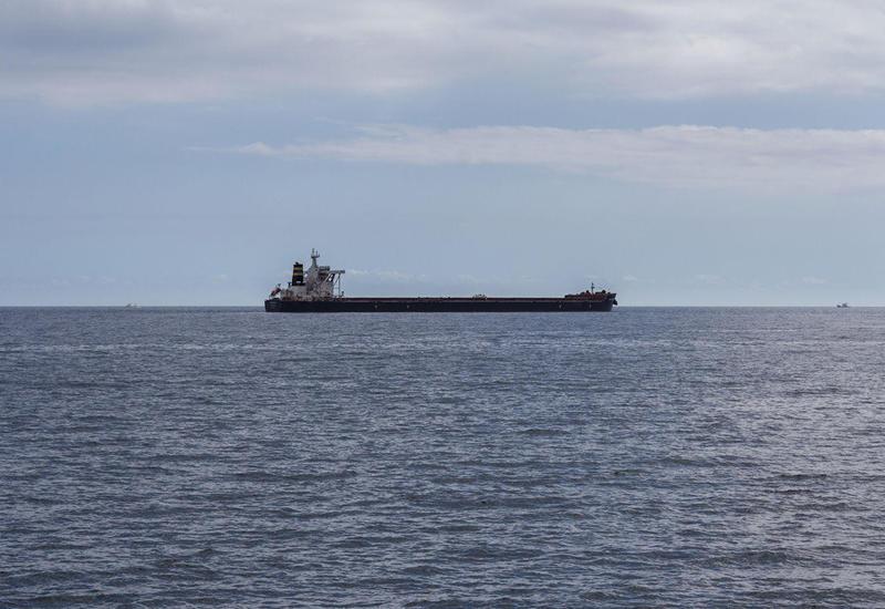 Утечка нефти из иранского танкера остановлена