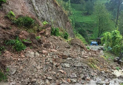Torpaq sürüşməsi İranda 147 kəndin yolunu bağladı