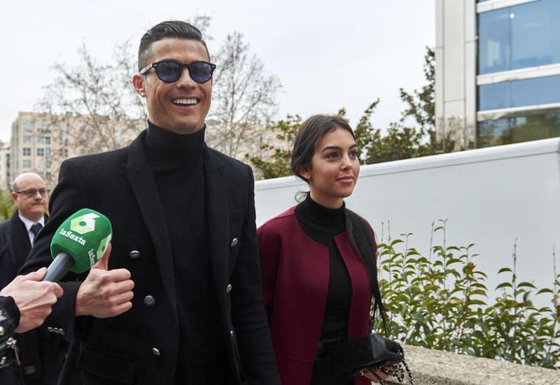 Море по колено: Роналду покинул заседание суда с улыбкой