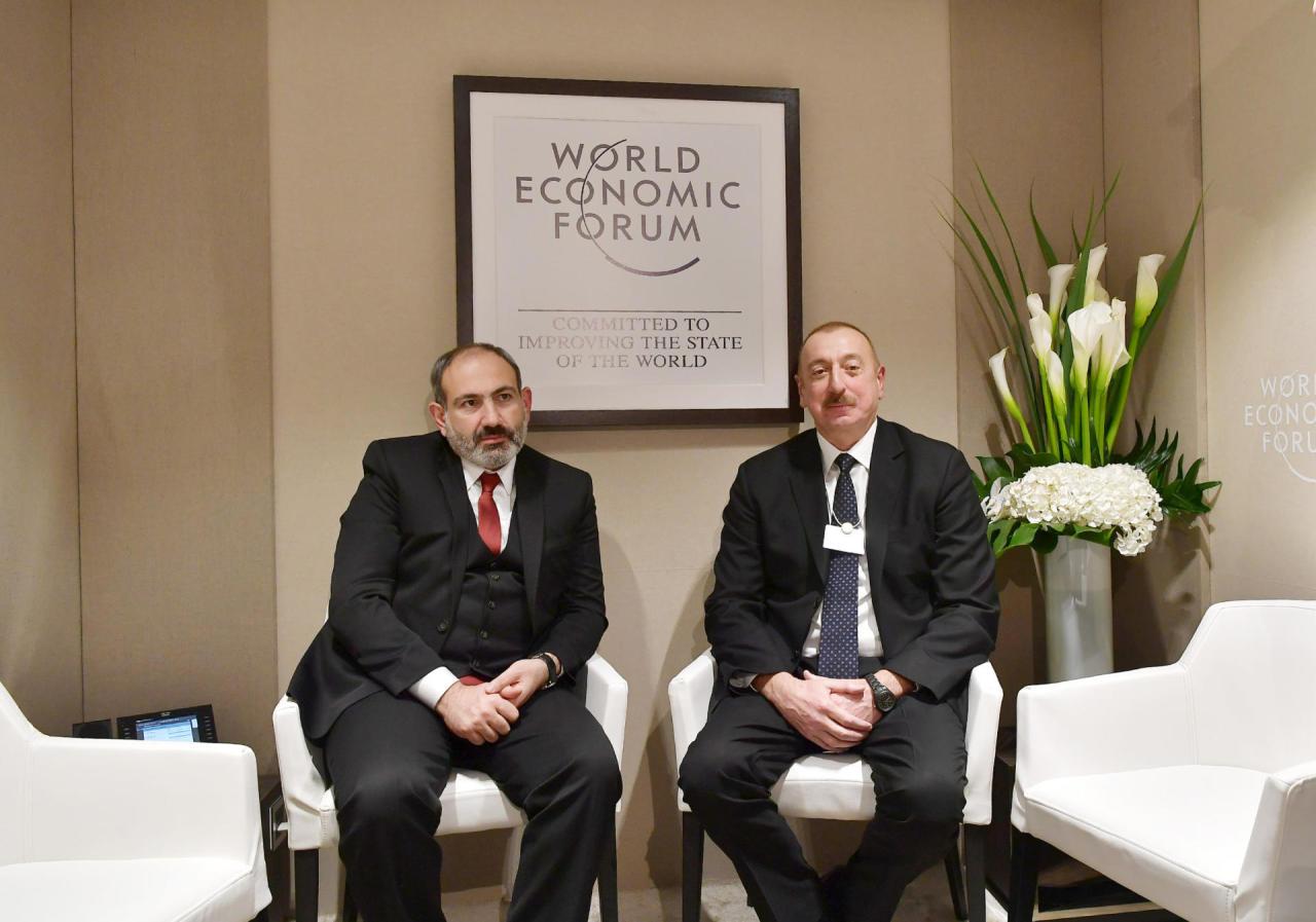 Президент Ильхам Алиев встретился с Николом Пашиняном в Давосе