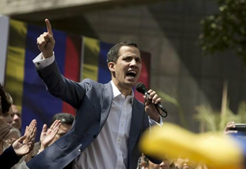 Лидер оппозиции Венесуэлы объявил себя президентом