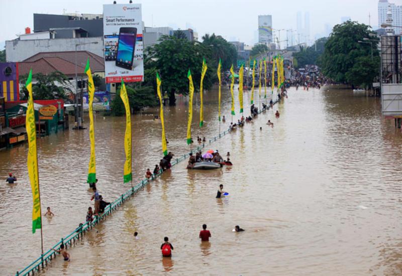 В Индонезии 26 человек погибли из-за сильных наводнений
