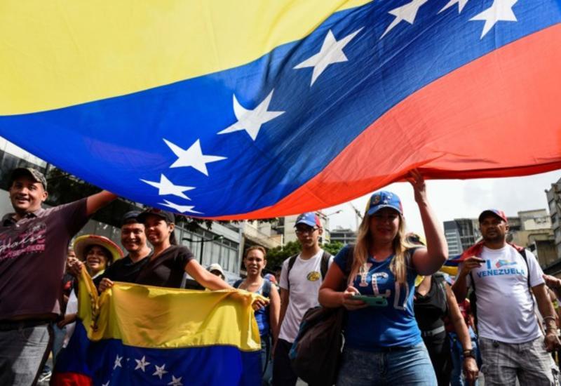 Полиция присоединилась к протестам в Венесуэле