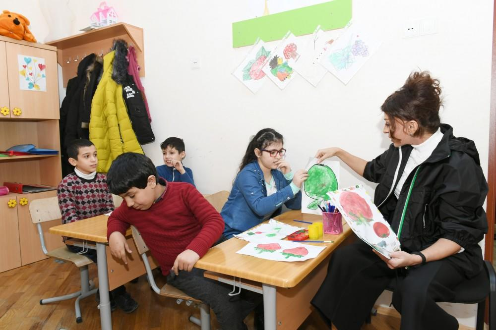 Первый вице-президент Мехрибан Алиева посетила специальную школу №268 в Баку - ФОТО