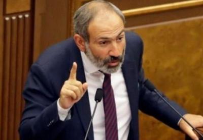 Пришедшим на встречу с Пашиняном раздали заранее написанные вопросы - ФОТОФАКТ