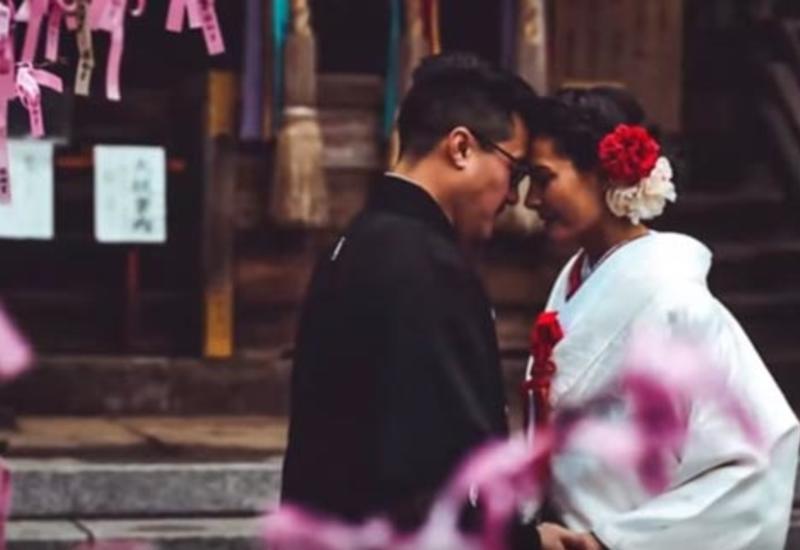 Молодые супруги устроили 12 свадеб в разных странах