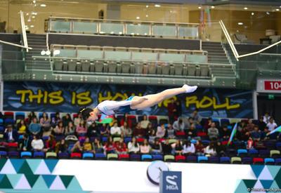 Интересные моменты Кубка мира по прыжкам на батуте и тамблингу в Баку