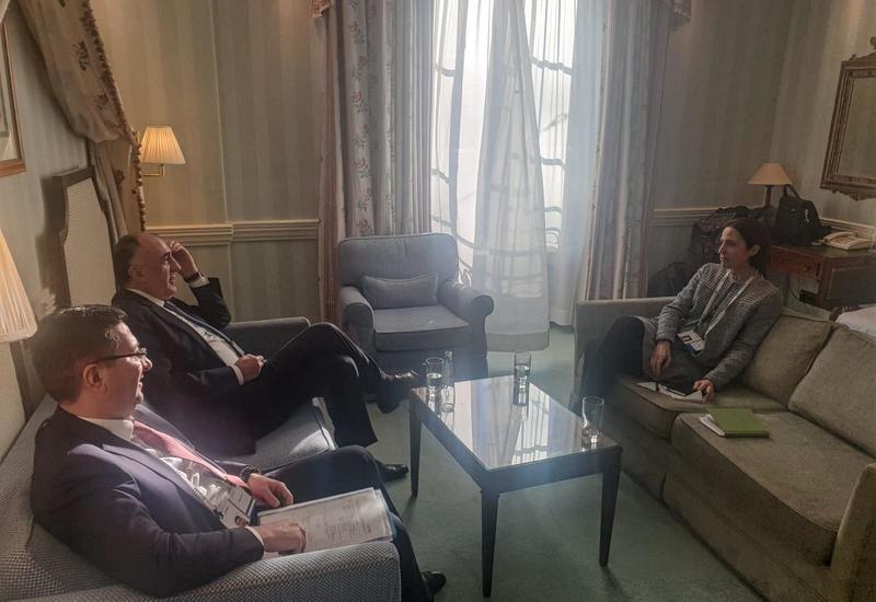 Азербайджан и США обсудили переговорный процесс по Карабаху