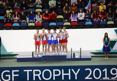 В Баку прошла церемония награждения победителей среди синхронных пар по прыжкам на батуте в рамках Кубка мира