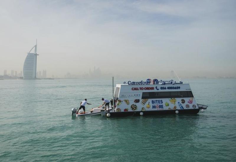 В Арабских Эмиратах появился первый плавучий супермаркет