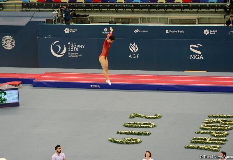 Китайская спортсменка завоевала «золото» в индивидуальной программе по прыжкам на батуте в рамках Кубка мира в Баку