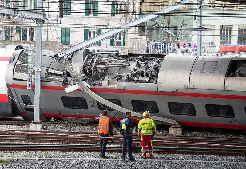 Поезд сошел с рельсов в Швейцарии