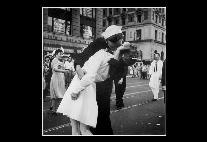 """В США умер моряк с фотографии """"Поцелуй"""""""
