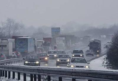 """Что происходит на азербайджанских дорогах из-за снега? <span class=""""color_red"""">- ОТВЕЧАЮТ КОММУНАЛЬЩИКИ</span>"""
