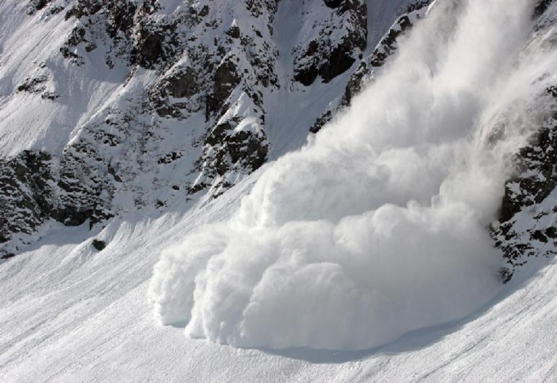 """Лавина на горнолыжном курорте в Швейцарии <span class=""""color_red"""">- сколько пострадавших?</span>"""