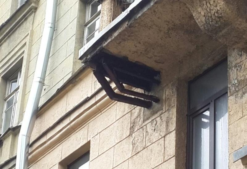 "В Москве балкон упал на детей <span class=""color_red"">- ВИДЕО</span>"