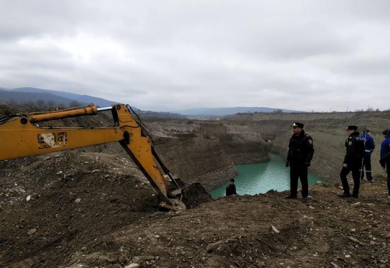 """В Азербайджане тело экскаваторщика нашли в реке <span class=""""color_red"""">- ФОТО</span>"""