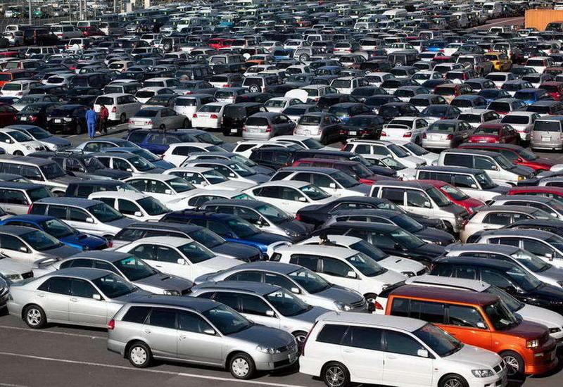 В Азербайджане изменились цены на автомобили