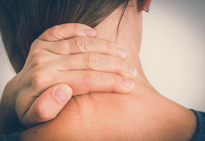 Боли в спине и шее назвали признаками опасного заболевания