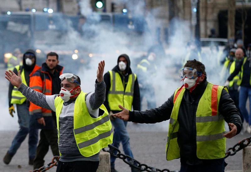 """Во Франции """"желтые жилеты"""" вновь заблокировали логистический центр Amazon"""