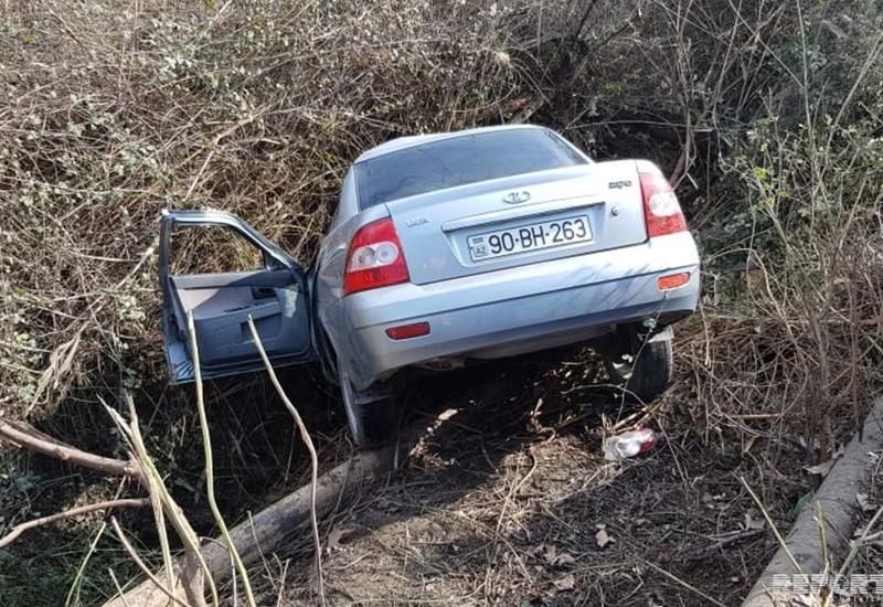Ucarda avtomobil su kanalına aşıb, sürücü ölüb