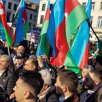 """Массовый митинг азербайджанцев в Брюсселе <span class=""""color_red"""">- ФОТО - ВИДЕО</span>"""