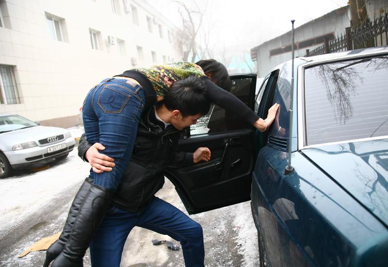 В центре Баку похитили студентку