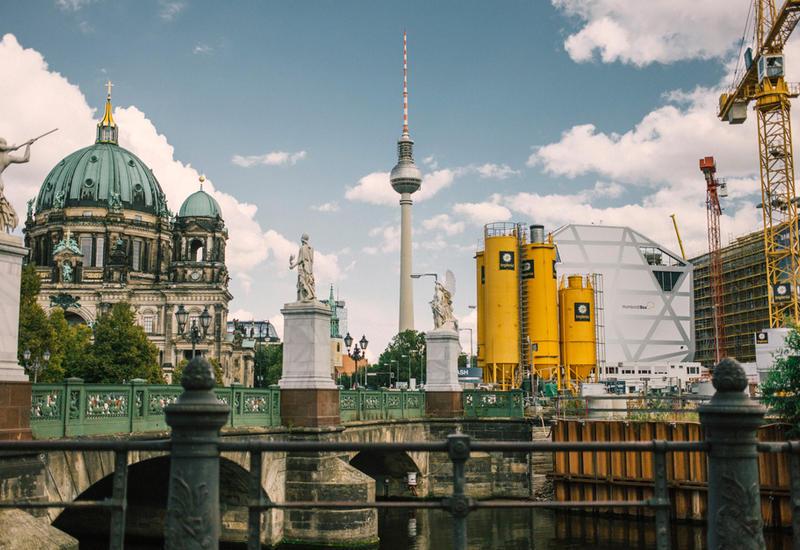 В Берлине около десяти тысяч человек приняли участие в забастовке учителей