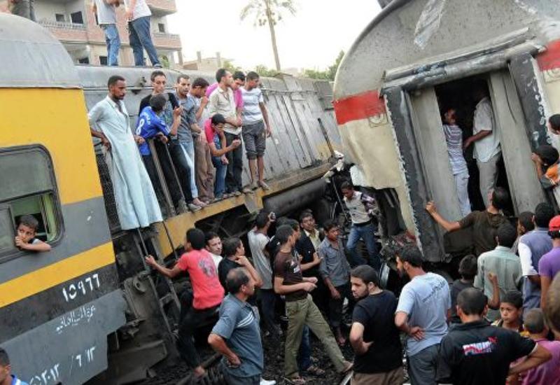 В Каире поезд сошел с рельсов и загорелся, есть погибшие и раненые