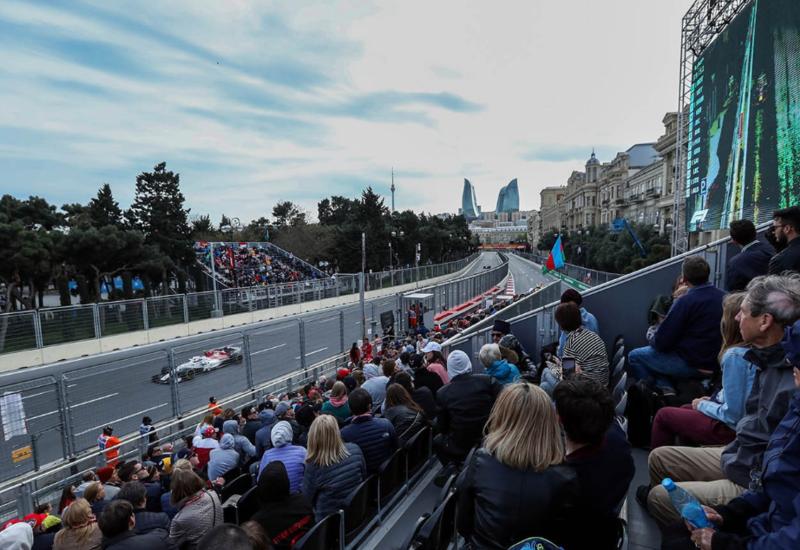 """В Азербайджане начали устанавливать трибуны для """"Формулы 1"""""""
