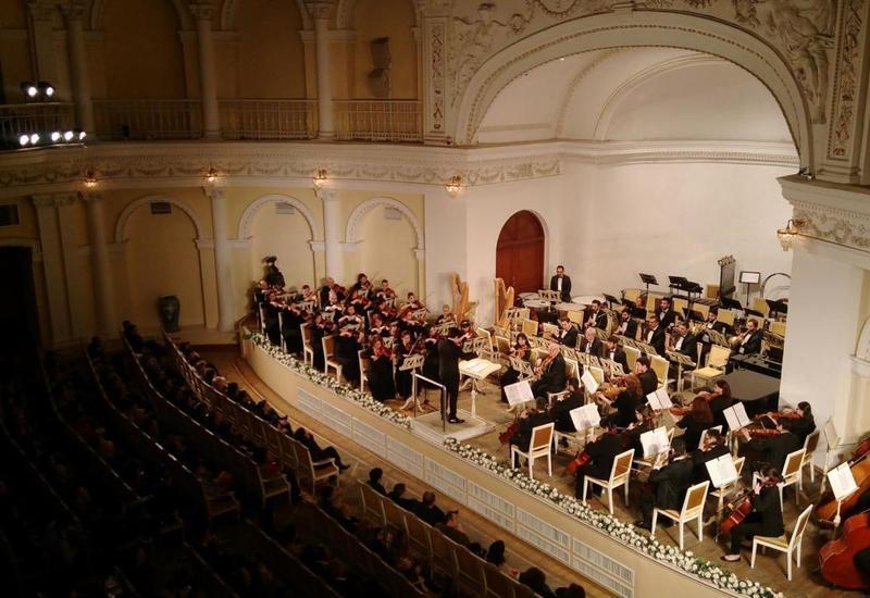 """Первый концерт проекта """"Gənclərə dəstək"""" с симфоническим оркестром"""