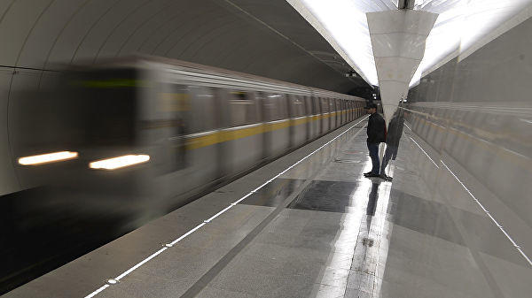 На салатовой ветке метро в Москве произошел сбой