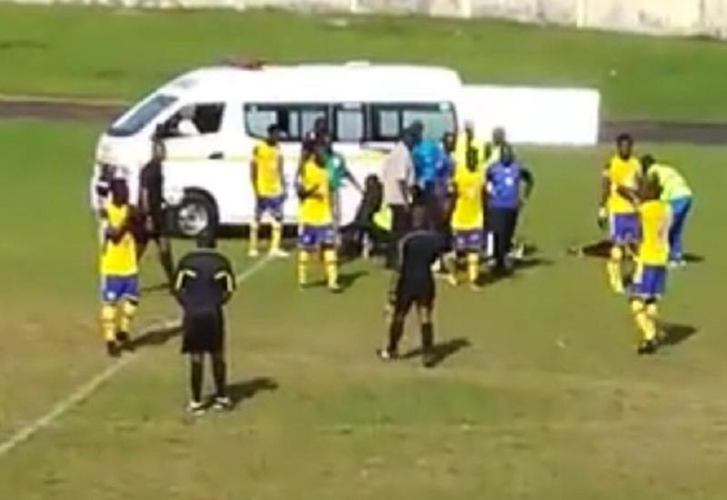 Футболист умер на поле во время матча