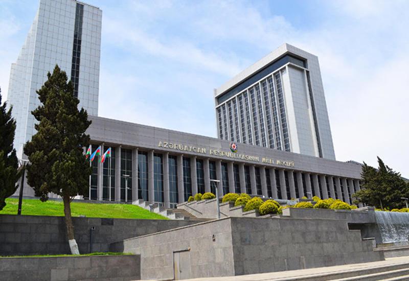 Парламент Азербайджана принял отчет правительства