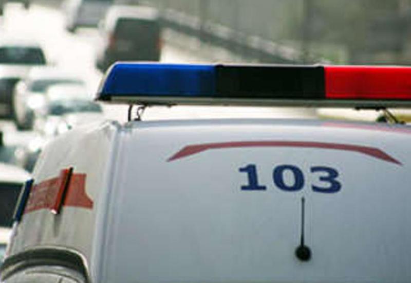 В Баку машина скорой помощи столкнулась с поездом, есть пострадавшие