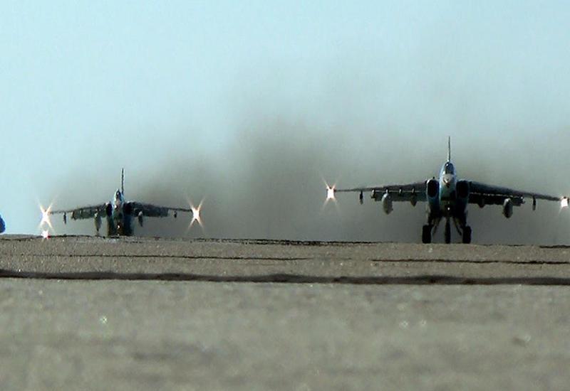 Азербайджан привел в боевую готовность военные самолеты и вертолеты